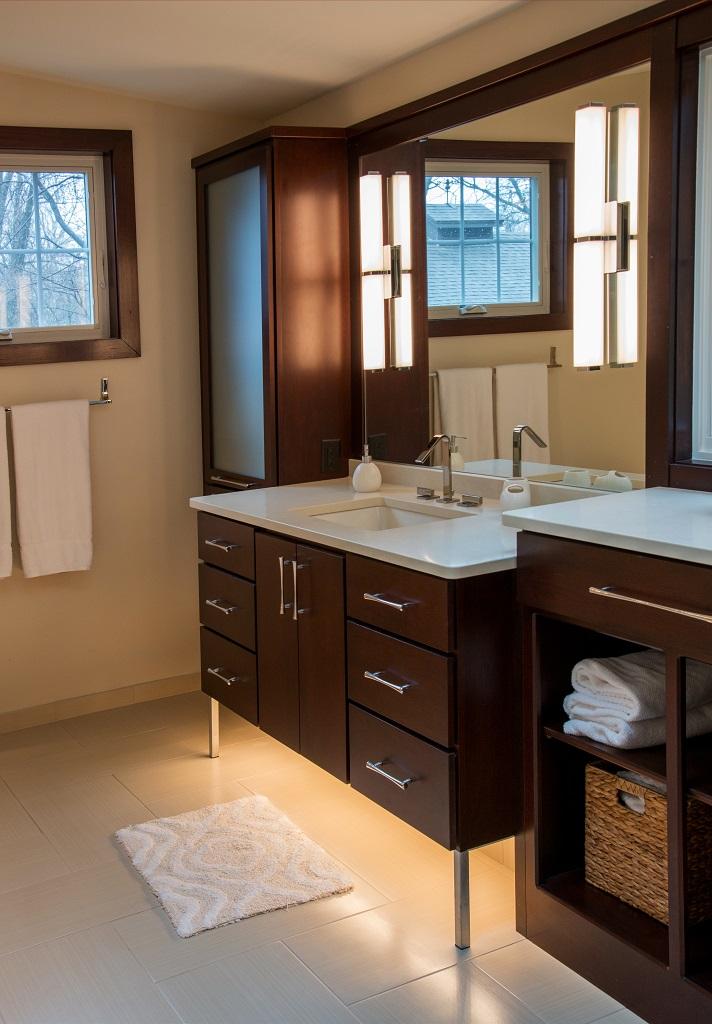 gross electric bathroom lighting